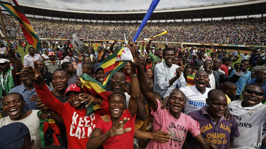 Supporters dance and run on the field after Zimbabwe's President Emmerson Mnangagwa was sworn in at the presidential inauguration ceremony in the capital Harare, Zimbabwe, Nov. 24, 2017.