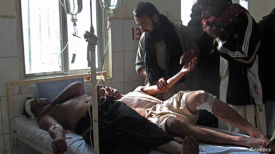 Injured Shi'ite Muslim men are seen in a hospital after a remote control bomb blast took place near a Shi'ite procession in Dera Ismail Khan in Pakistan's northwest, November 25, 2012.