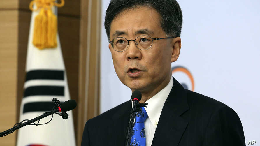 South Korean Trade Minister Kim Hyung-chong speaks during a press conference at the Foreign Ministry in Seoul, South Korea, Aug. 22, 2017. Kim said Seoul will not discuss renegotiation of the free trade agreement with the U.S. without first looking i