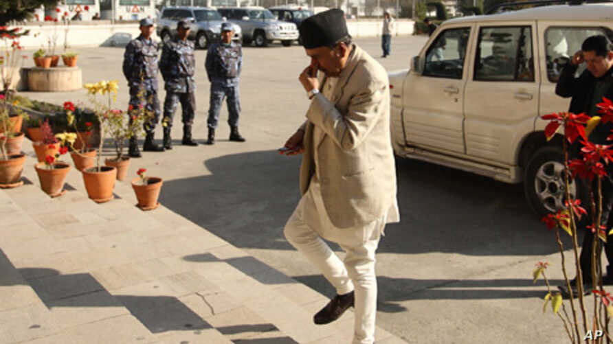 Nepali Congress leader Ram Chandra Paudel arrives at parliament in Kathmandu for another round of elections for prime minister, Jan 12, 2011. Paudel later withdrew his candidacy.