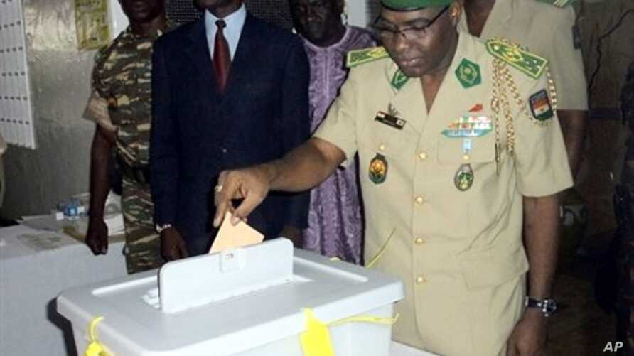 The head of the military junta, General Salou Djibo, casts his ballot in Niamey as Niger voted today in a constitutional referendum, 31 Oct 2010