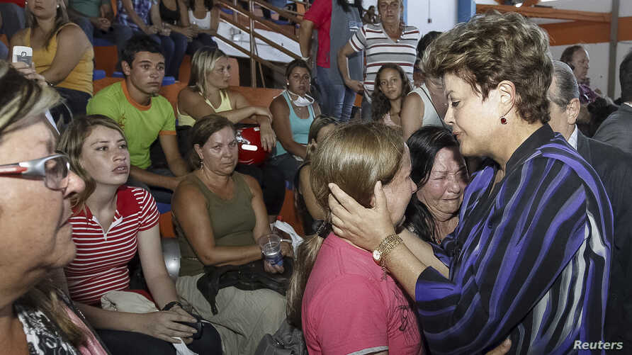 Brazil's President Dilma Rousseff (R) consoles relatives of victims of a fire which occurred at the Boate Kiss nightclub in the southern city of Santa Maria, January 27, 2013.