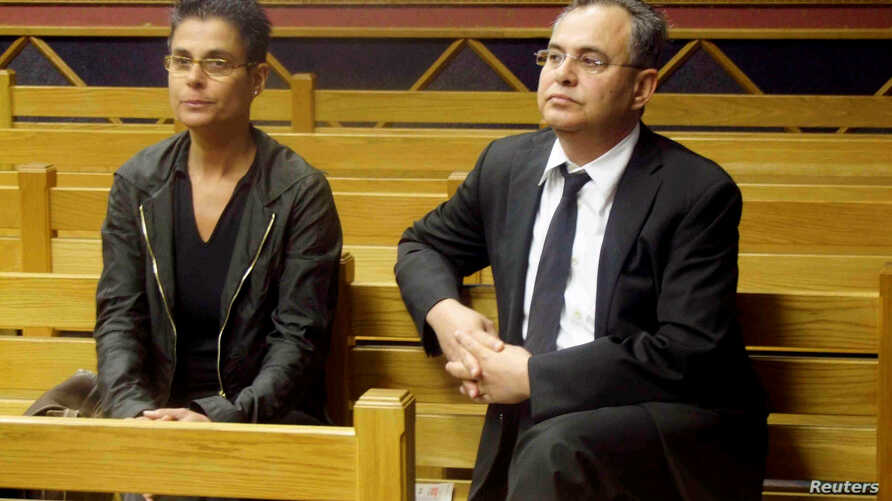 """FILE - =Jacob """"Kobi"""" Alexander sits with his wife, Hanna, as he awaits the start of his extradition hearing in Windhoek, Namibia, Sept. 17, 2008."""