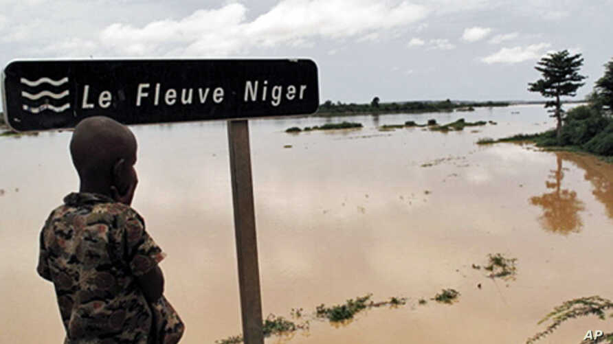A Nigerois boy looking at the Niger River near Zinder. Aid agency Oxfam warns of a 'double disaster' for millions of people in Niger where heavy rains and flooding are compounding food shortages caused by a prolonged drought, 17 Aug 2010