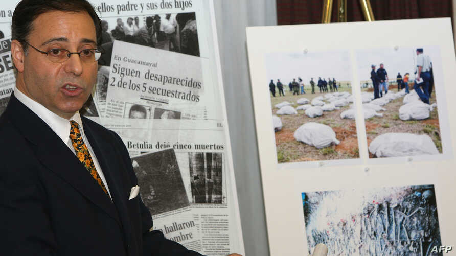 FILE - U.S. lawyer Jonathan Reiter addresses a press conference next to newspaper clippings and photos displaying stories of alleged torture and killing by Colombian paramilitaries on the payroll of banana giant Chiquita Brands International in New Y