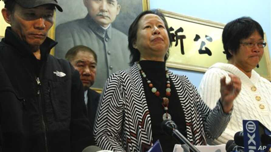 Su Zhen Chen, mother of Danny Chen, wipes away tears as she listens during a press conference on Thursday, Jan. 5, 2012 in New York. An update was provided on a Pentagon investigation into the death of her son Danny Chen, an Army private who committe