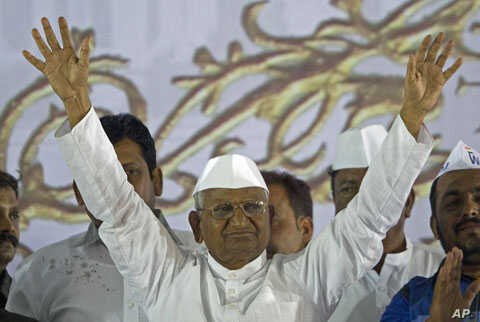 Anti-corruption activist Anna Hazare waves to his supporters after ending his fast at the Bandra-Kurla Complex (BKC) grounds in Mumbai December 28, 2011.