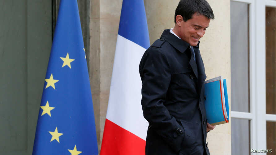 French Prime Minister Manuel Valls leaves after an extraordinay cabinet meeting about the labour reform law at the Elysee Palace in Paris, France, May 10, 2016.