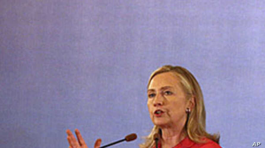Clinton Talks Trade, Investment, Not Burma at the ASEAN Summit