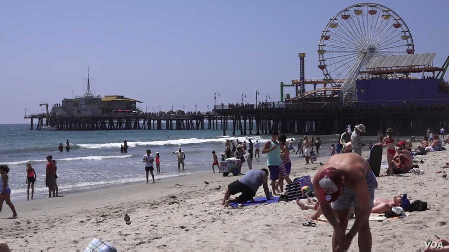 Santa Monica Pier is 25km from downtown Los Angeles.  It is a place frequented by locals and tourists alike. (E. Lee/VOA)