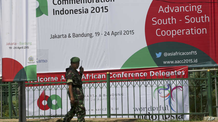 An Indonesian soldier stands guard outside the venue of the Asian African Conference Commemoration in Jakarta, Indonesia, April, 19, 2015.