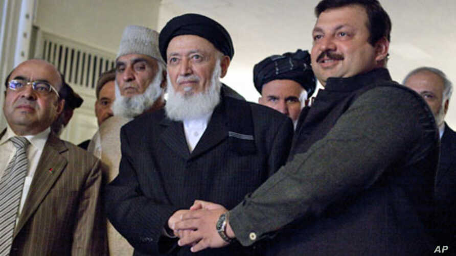 Pakistan's Minister of State of Foreign Affairs Nawabzada Malik Amad Khan (r) shakes hands with former Afghan President and chief of a new peace council Burhanuddin Rabbani before their meeting at the Foreign Ministry in Islamabad, 05 Jan 2011