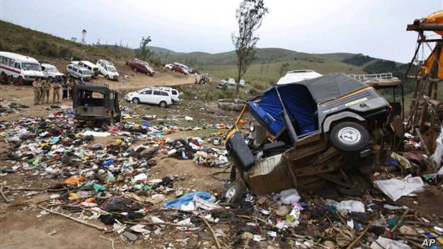 Belongings of pilgrims are seen lying around overturned vehicles at the site of a stampede in Pullumedu, some 200 kilometers from Kochi, India, 15 Jan 2011