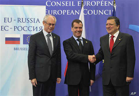 European Council President Herman Van Rompuy (l) and European Commission President Jose Manuel Barroso (r) welcome Russia's President Dmitry Medvedev, at the European Council building in Brussels, Dec. 15, 2011