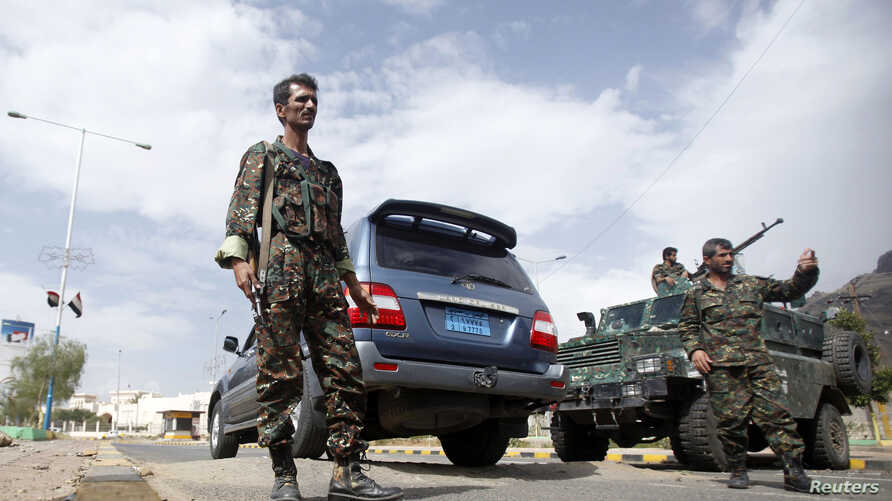 Police troopers man a checkpoint near the British embassy in Sanaa, Yemen, August 3, 2013.