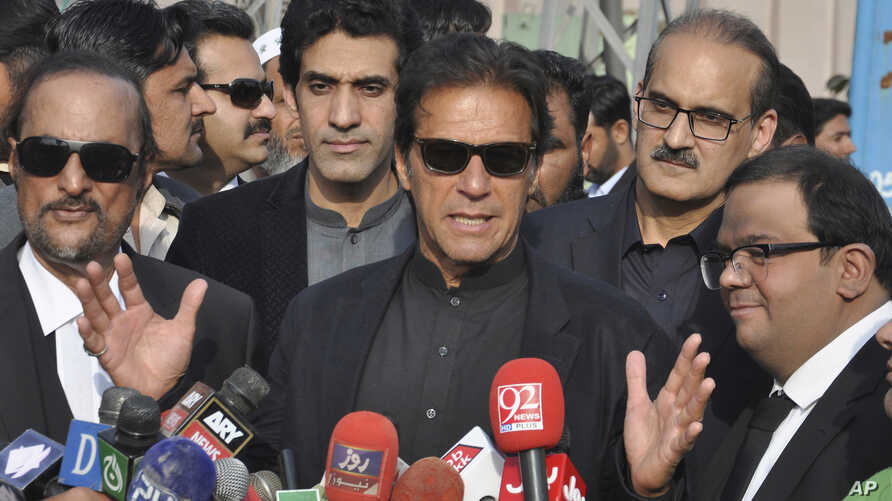 """Pakistan's opposition leader, Imran Khan, center, speaks to reporters in Islamabad, Jan. 2, 2018. Khan criticized U.S. President Donald Trump on Jan. 3 as """"ignorant and ungrateful"""" after the U.S. leader accused it of harboring terrorists."""