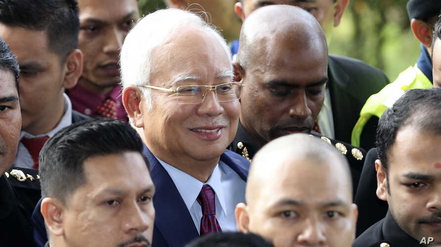 Former Malaysian Prime Minister Najib Razak, center, arrives at a court house in Kuala Lumpur, Malaysia, July 4, 2018