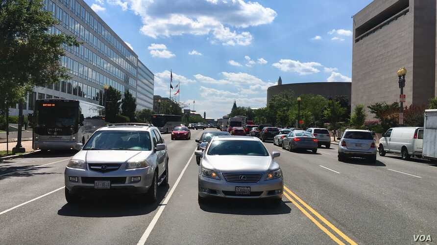 Cars are seen on Independence Ave. in Washington, DC, Aug. 1, 2018. (photo: Diaa Bekheet)