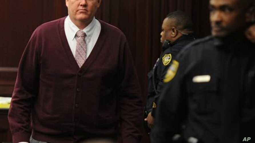 Michael Dunn returns to courtroom during jury deliberations, Jacksonville, Fla., Feb. 13, 2014.