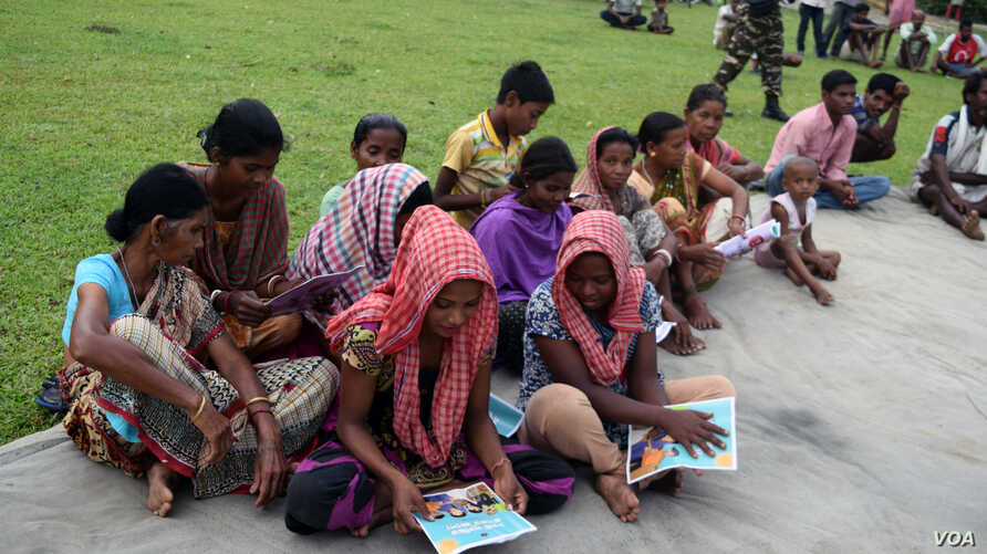 A Group of tribal tea garden workers in West Bengal, learning about the threat from traffickers.