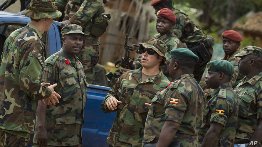 US Army special forces Master Sergeant speaks with troops from the Central African Republic and Uganda, in Obo where US special forces have paired up with local troops and Ugandan soldiers to seek out Joseph Kony's LRA, (File photo).