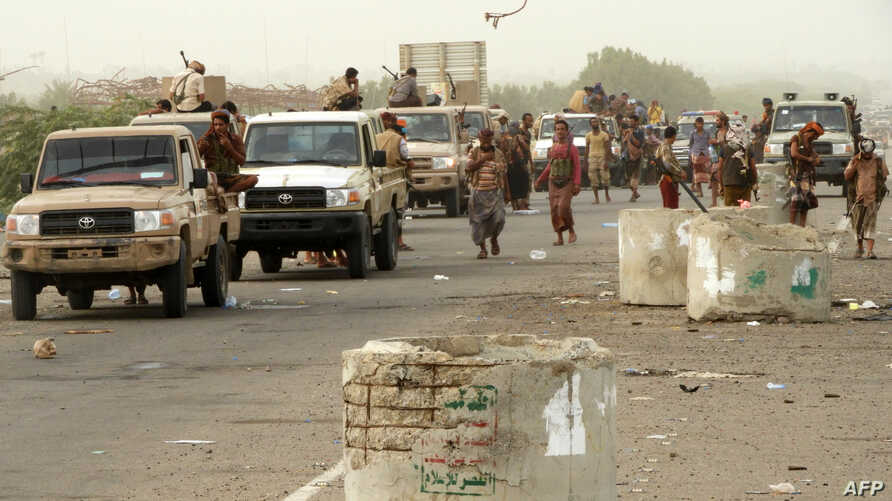 Yemeni pro-government forces arrive in al-Durayhimi district, about nine kilometers south of Hodeidah international airport, June 13, 2018.