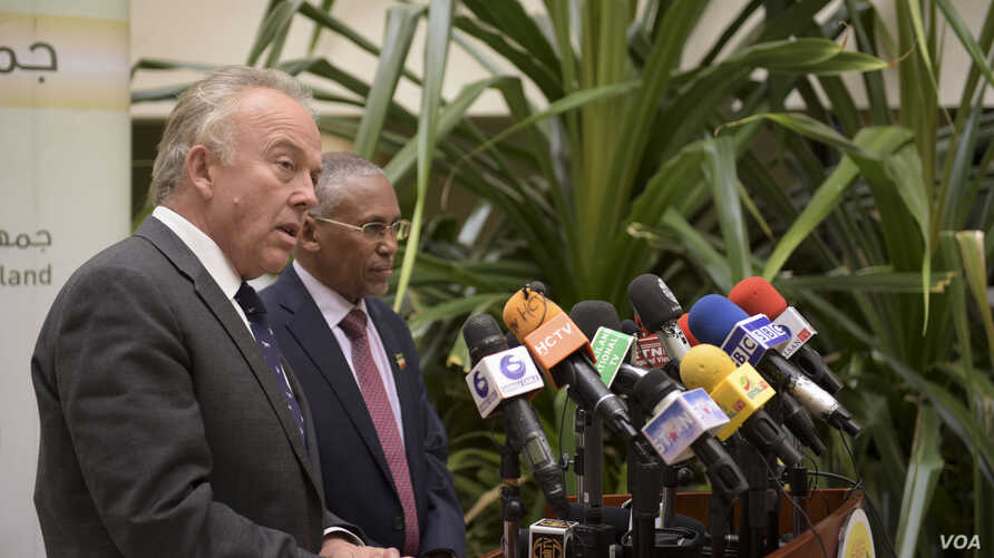 UN Secretary-General's Special Representative for Somalia, Michael Keating, speaks alongside Somaliland's Minister of Foreign Affairs and International Cooperation, Dr. Saad Ali Shire, at a press conference in Hargeisa, Somaliland, Jan. 10, 2018.