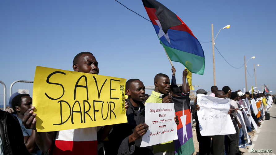 Demonstrators, most from Darfur and Sudan, hold placards as they protest in front of the American Embassy in Tel Aviv against human rights violations, Feb. 3, 2016.