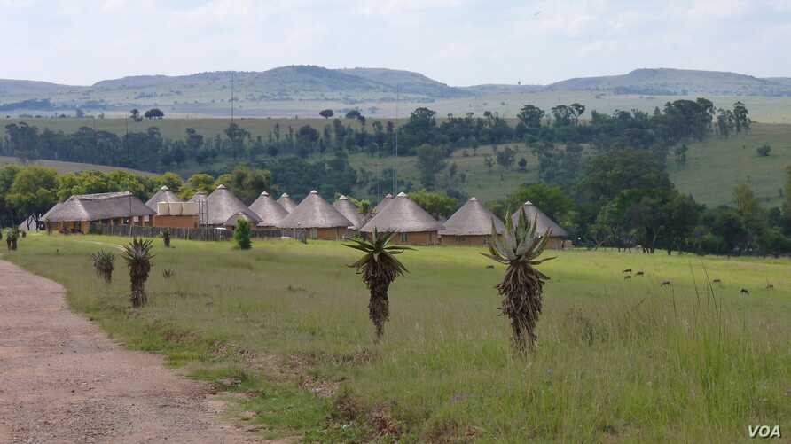 Muldersdrift, now suffering from a high crime rate, is home to a large hospitality industry that caters to neighboring Johannesburg and Pretoria citizens coming there for functions or weddings. (Photo: VOA/Solene Honorine)