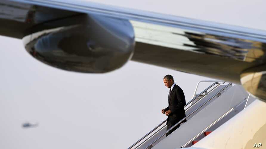 President Barack Obama walks down the steps of Air Force One at Andrews Air Force Base in Maryland, April 25, 2016. Obama is returning from a foreign trip to Saudi Arabia, England and Germany.