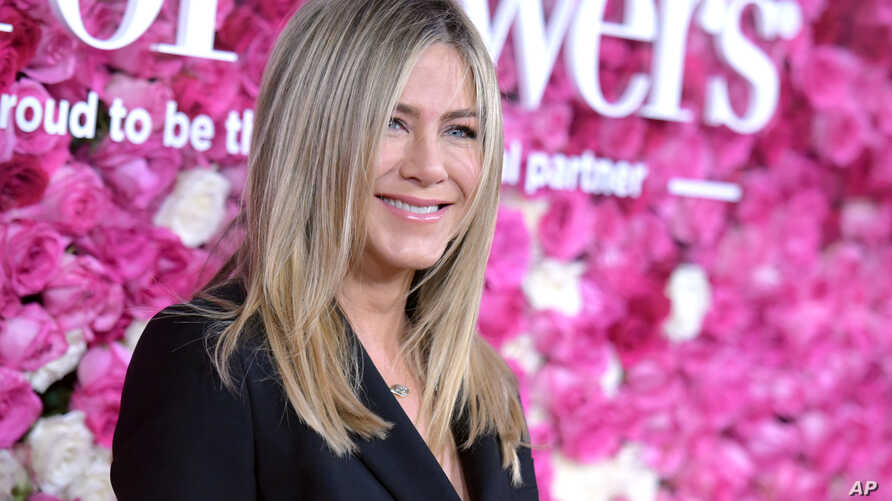 "Jennifer Aniston arrives at the Los Angeles premiere of ""Mother's Day"" at the TCL Chinese Theatre, April 13, 2016."