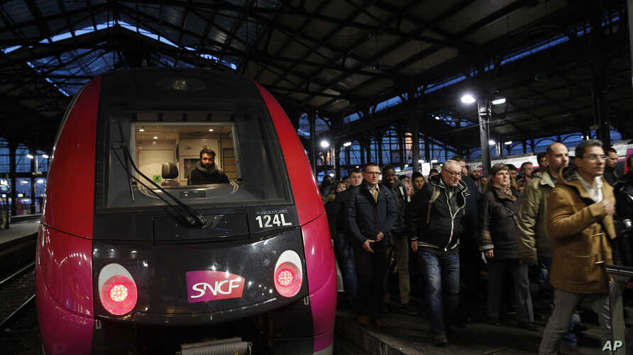 Commuters arrive at Saint-Lazare train station in Paris, April 4, 2018 in the first of a series of strikes that are set to last three months.