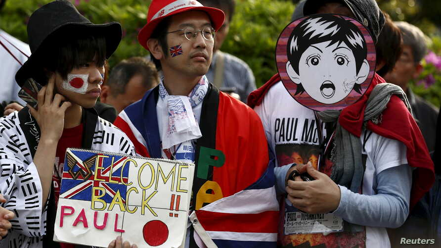 Fans wait for the arrival of Paul McCartney before his gig at the Nippon Budokan Hall in Tokyo, April 28, 2015.
