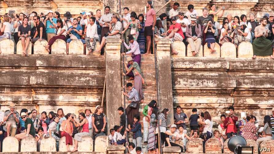 Crowds gather to watch the sunset on one of Bagan's temples. (Photo: John Owens for VOA)