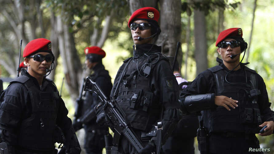 Indonesian Army's Kopassus special forces patrol outside the venues of the Asia-Pacific Economic Cooperation (APEC) Summit in Bali October 5, 2013.
