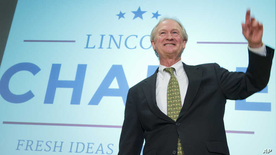 Former Rhode Island Governor Lincoln Chafee waves after announcing his candidacy for the Democratic presidential nomination during a speech at George Mason University in Arlington, Virginia, June 3, 2015.