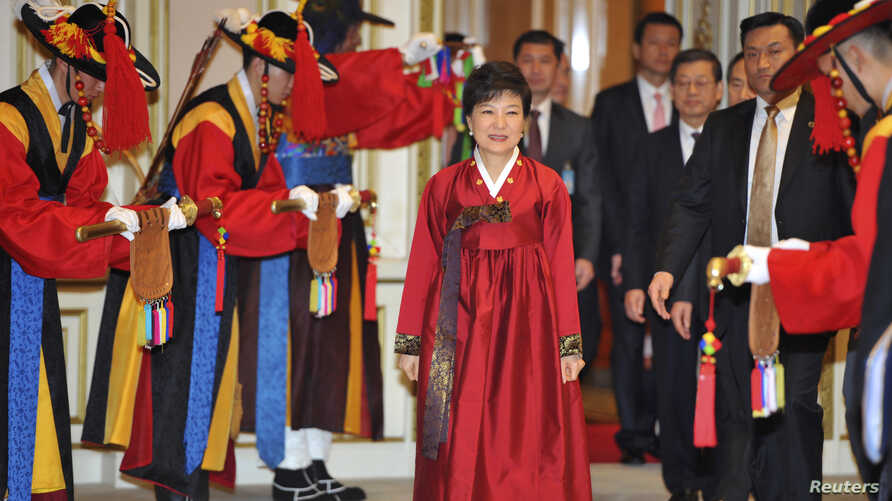 South Korea's new president, Park Geun-Hye, arrives for an official dinner at the presidential Blue House in Seoul, Feb. 25, 2013.