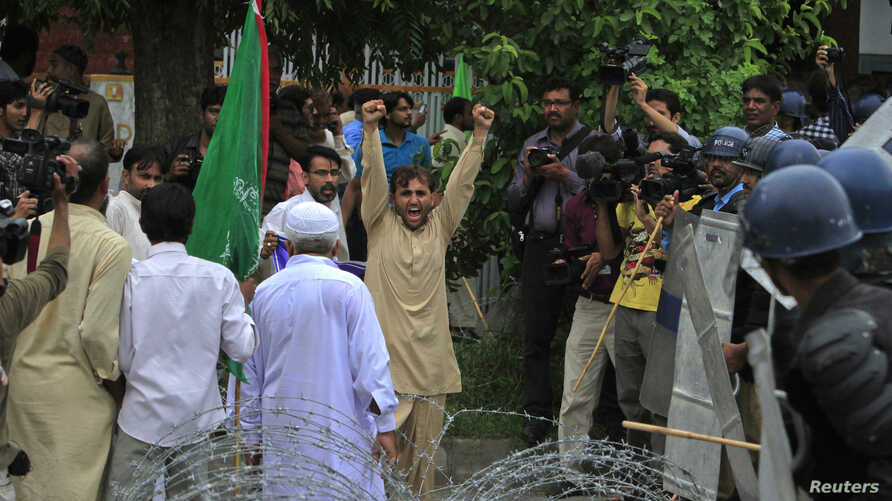Shi'ite Muslim supporters of the Imamia Student Organization (ISO) shout anti-American slogans during a protest rally in Islamabad, September 14, 2012.