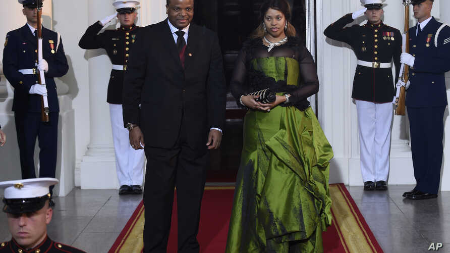 King Mswati III of Swaziland and wife Inkhosikati La Mbikiza arrive for a dinner hosted by President Barack Obama for the U.S.-Africa Leaders Summit, at the White House in Washington, Aug. 5, 2014.