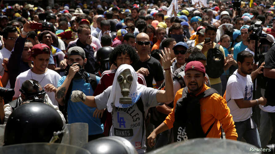 Demonstrators clash with security forces during an opposition rally in Caracas, Venezuela April 4, 2017.