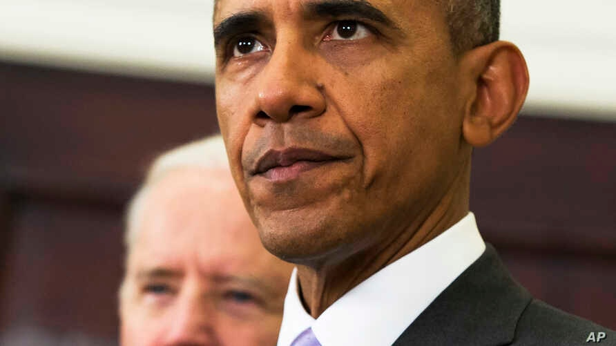 Vice President Joe Biden (l) listens as President Barack Obama speaks about the Islamic State group, Feb. 11, 2015, in the Roosevelt Room of the White House.