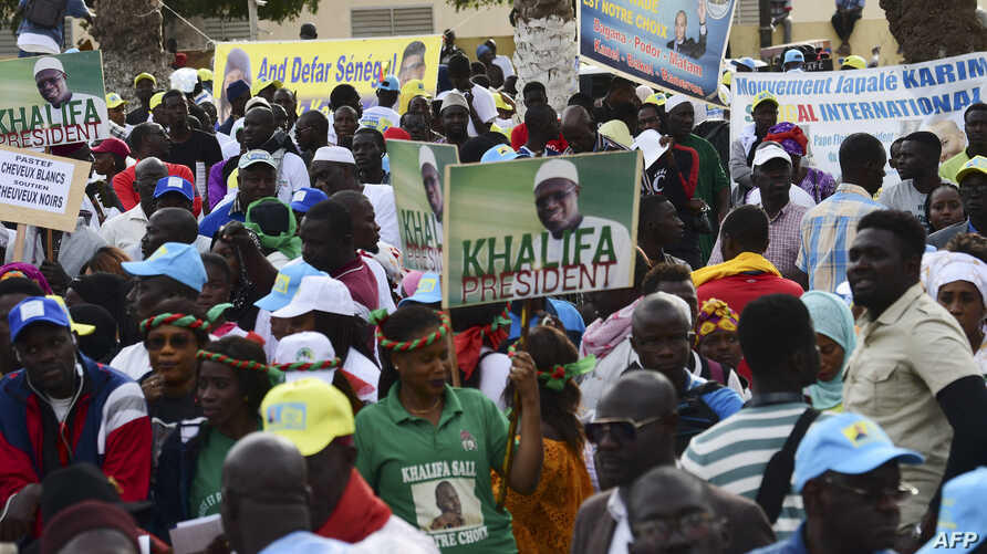 Supporters of opposition parties take part in a rally against the policy of incumbent president on Jan. 11, 2019 in Dakar.
