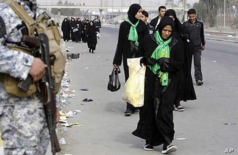 Muslim Shiite pilgrims head from Baghdad to the holy city of Karbala to take part in the Aabaeen, 40 days of mourning after Ashura, 03 Feb 2010