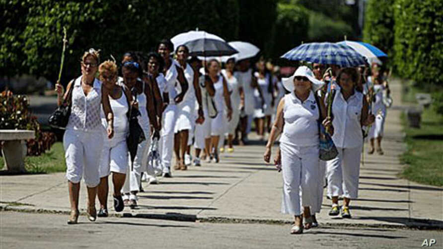 Members of Cuban female dissident group Ladies in White demonstrate during their weekly march in Havana, Cuba, 19 Sep 2010. Cuba's Roman Catholic Church announced last week that three more political prisoners are set to be released into exile in Spai