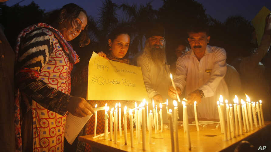 Pakistani civil society activists light candles Peshawar, Pakistan to pay tribute to the victims of a bombing in Quetta, Aug. 8, 2016.
