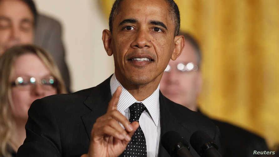 """U.S. President Barack Obama delivers a statement on the U.S. """"Fiscal Cliff"""" in the East Room of the White House, November 9, 2012."""