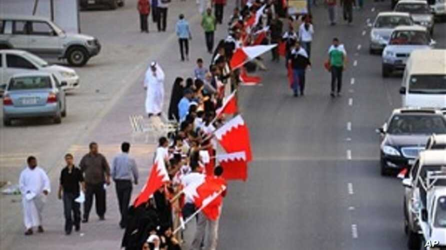 Thousands Protest at Bahrain Prime Minister's Office