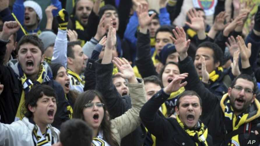 Fenerbahce fans shout slogans outside a Turkish court house in support of 93 suspects, including the club's jailed president Aziz Yildirim, ahead of the opening hearing of a match-fixing case in Silivri near Istanbul, Turkey, February 14, 2012.