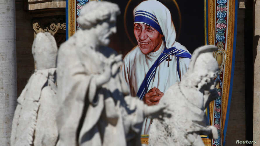 A tapestry depicting Mother Teresa of Calcutta is seen in the facade of Saint Peter's Basilica during a mass, celebrated by Pope Francis, for her canonisation in Saint Peter's Square at the Vatican, September 4, 2016.