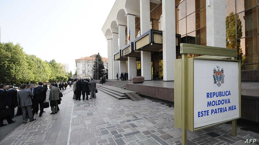 People walk outside the Palace of the Republic in Chisinau, May 5, 2009, during the opening session of the Moldovan Parliament